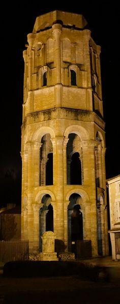 Tour Charlemagne -Tour Lanterne, centre de l'abbaye Saint Sauveur
