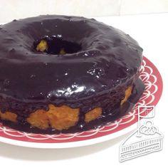 Bolo de Cenoura com Cobertura de Chocolate - Carrot Cake w/ Chocolate Syrup