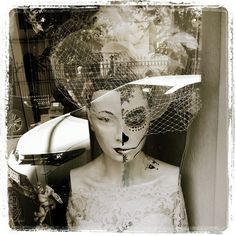 #windowshopping #Helsinki #KaunisMorsian #bride 👰 #streetphotography #blackandwhitephotography