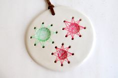Round White Ceramic String Art Pendant with Green by Barruntando
