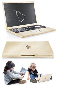 De iWood is een houten 'laptop' waarbij het scherm en toetsenbord van schoolbordverf is gemaakt.