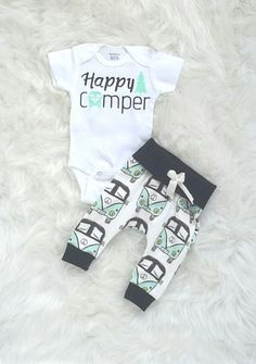 Happy camper/boys outfit/organic cotton/baby boys Happy camper/boys outfit/organic by bibitibobitiboutique on Etsy Baby Outfits, Jean Outfits, Happy Campers, Baby Boy Fashion, Kids Fashion, Fashion Outfits, Fashion 2016, Fashion Boots, Little Babies