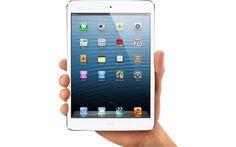 """Apple presentó este martes una versión más pequeña de su famosa tablet iPad, bautizada como """"iPad mini"""", que se venderá al precio de 329 dólares en Estados Unidos desde la próxima semana, entrando así en el mercado de las tabletas pequeñas dominado por Amazon, Google y Samsung."""