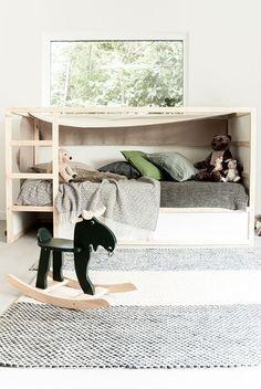 Ikea Kura bed turned in to a canopy bed | #ikeahack #ikeakura #kidsroom