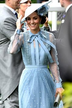 Look at you, upping your royal drag game! We just got finished saying you'd settled into a narrow yet sturdily reliable sort of regal style Duchess Kate, Duchess Of Cambridge, Philip Treacy Hats, Audrey Hepburn Style, Bow Tops, Couture Details, Royal Ascot, Look At You, Elie Saab