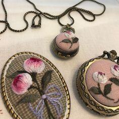 #needlework #프랑스자수 #자수타그램 #자수 #embroidery #embroideryart #embroideryhandmade #hendmade #꽃자수 #자수브로치 만들기~ #핸드메이드 Ribbon Embroidery, Embroidery Art, Cross Stitch Embroidery, Embroidery Patterns, Music Crafts, Fabric Jewelry, Crochet Stitches, Needlepoint, Needlework