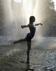Ballet under the rain Rain Dance, Dance Art, Walking In The Rain, Singing In The Rain, Rainy Night, Rainy Days, I Love Rain, Rain Photography, Color Photography