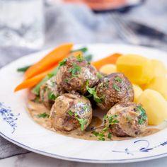 Veganska köttbullar i gräddsås med kokt potatis Vegan Meatballs, Zucchini, Vegetarian Recipes, Beef, Chicken, Ethnic Recipes, Vegan Food, Free Friday, Game Changer