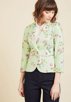Snappy Studies Blazer in Bouquets. There's no end to the style lessons you'll impart by sporting this mint green blazer! #green #modcloth