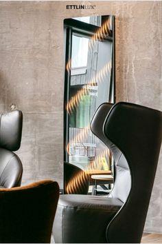 Ambiloom® Mirror 1700 ist ein moderner Ganzkörperspiegel mit ambienter Beleuchtung. Aus der Verschmelzung von Licht und Textil entstehen unvergleichliche Lichteffekte in der Spiegelung. Das verleiht dem Design Spiegel weitaus mehr als elegante Funktionalität. Er ist ein Stück Wandkunst, das die Wahrnehmung des Betrachters weckt. Sein ambientes Licht durchbricht die starre Wand und schafft zusätzliche Tiefe. Egg Chair, Lounge, Mirror, Furniture, Design, Home Decor, Indirect Lighting, Modern Full Length Mirrors, Interior