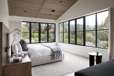 Modern ranch house located in Redwood City, California, designed in 2017 by Feldman Architecture.