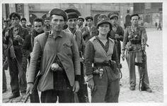 1944. Partigiani dalla 77 S.A.P. in piazza del Duomo