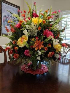 Very large flower arrangement Bright colors Dining room Breakfast room Entrance hall Entrance Wedding table Tablep Large Flower Arrangements, Funeral Flower Arrangements, Large Flowers, Silk Flowers, Fresh Flowers, Paper Flowers, Beautiful Flowers, Church Flowers, Funeral Flowers