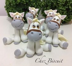 Cute Polymer Clay, Polymer Clay Animals, Polymer Clay Projects, Diy Clay, Fondant Horse, Fondant Animals, Horse Cake, Fondant Toppers, Fondant Cupcakes