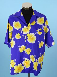 Vintage 1970s Mens Blue and Yellow Hibiscus Hilo by CeeLostInTime
