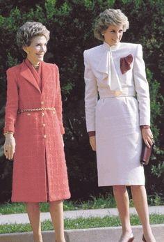 November 11 1985 Princess Diana accompanied by US First Lady Nancy Reagan, visit Springfield Drug Rehabilitation Center in Springfield, USA Royal Princess, Prince And Princess, Princess Of Wales, Tilda Swinton, Lady Diana Spencer, Diana Fashion, Royal Fashion, Nancy Reagan, Ronald Reagan