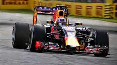 #F1: Red Bull, se queja del motor Renault, de las reglas de competencia y critica a Mercedes http://jighinfo-f1.blogspot.com/2015/03/red-bull-se-queja-del-motor-renault-y.html?spref=tw