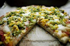 Pizza la masina de paine | Mozzarella, Avocado Toast, Bacon, Pizza, Breakfast, Food, Bebe, Morning Coffee, Meals
