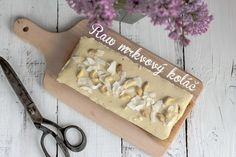 Raw mrkvový koláč | The Story of a Cake Sweet Recipes, Healthy Eating, Cake, Desserts, Drinks, Food, Mascarpone, Eating Healthy, Tailgate Desserts