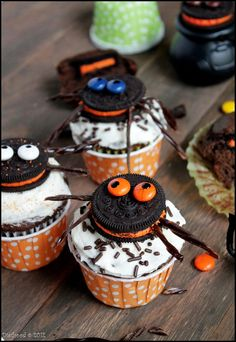 Spider Oreo Cupcakes  @Alex Noto   These aren't nearly as scary as spiders normally are i guess lol