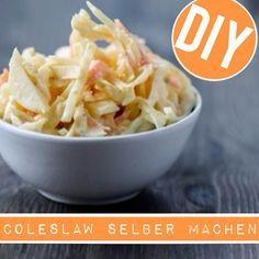 http://eatsmarter.de/ernaehrung/news/coleslaw-selber-machen Krautsalat kennt jeder. Aber haben Sie auch schon mal die amerikanische Variante, den sogenannten Coleslaw, probiert? Es lohnt sich! Am besten schmeckt dieser natürlich hausgemacht. Daher verrät EAT SMARTER Ihnen, wie Sie Coleslaw selber machen können.