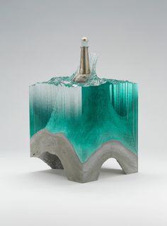 vidrio y cemento.. creo hecho a mano