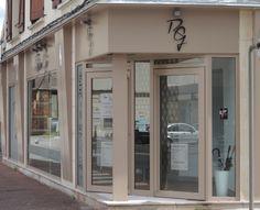 La Façade Du Salon De Coiffure Reine Gi : Une Création AD9 Agencement !