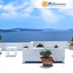 1 to 9 Days Tours of Greece. Athens, Delphi, Meteora, Santorini & more! Greece Sea, Santorini Greece, Naxos Greece, Santorini Island, Mykonos, Feng Shui, Design Exterior, Greece Holiday, Blue Pictures