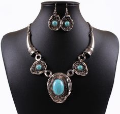 Vintage Fashion Jewelry Set Tibetan Silver Color Turquoise Round Pendants Necklace Earrings Suits TL9301
