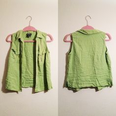 🌟$5🌟 Light Green Top This top is soft and comfortable. There are two pockets in front (as shown in photo). 100% silk.  ✅BUNDLE DISCOUNTS! 🚫No trades/paypal/other apps. 🚫No lowball offers. Notations Tops
