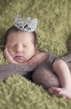 Oh this baby crown is too precious! http://rstyle.me/n/mkp5vnyg6