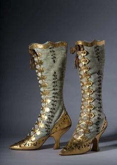 Vintage Boots, Vintage Outfits, Victorian Fashion, Vintage Fashion, Bata Shoes, Historical Clothing, Fashion History, Oeuvre D'art, Victorian Dresses