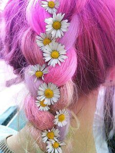 Daisy Flowers in hair