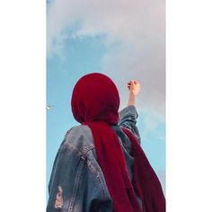 Arab Girls Hijab, Muslim Girls, Hijabi Girl, Girl Hijab, Cute Girl Photo, Girl Photo Poses, Stylish Girls Photos, Stylish Girl Pic, Cool Girl Pictures