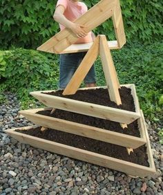 50 Inspiring DIY Ideas with Wooden Pallets Wood Pallet Planter Diy Planters Outdoor, Wood Pallet Planters, Wooden Pallet Furniture, Wooden Pallets, Outdoor Pallet, Pallet Garden Box, Pallet Seating, Planter Ideas, Planter Boxes