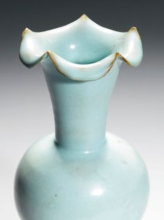 AN EXTREMELY RARE 'JUN' FOLIATE-MOUTH VASE (ZUN)  NORTHERN SONG DYNASTY