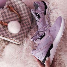 a6e05e458133b Durch ihr futuristisches Design werden sie zum urbanen Statement  Adidas  Tubular Schuhe in lila mit