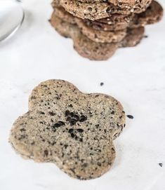 These black sesame cookies are straightforward to make and are an incredibly tasty sweet-treat with an Asian twist. They are so delicious, crispy, sweet, nutty and crumbly. Vegan Fried Chicken, Baked Chicken, Chicken Recipes, Sesame Cookies, Vegan Fries, Kitchen Plants, Sweet Chilli Sauce, Black Sesame, Kfc