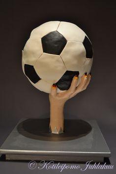 Jalkapallokakku Soccer Ball, Iron Man, Superhero, Sports, Fictional Characters, Bakken, Hs Sports, European Football, Iron Men