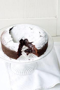 Swedish Chocolate Cake (revisited) – 5 ingredients, 40 minutes (  Video)
