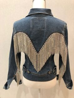 """(There is a video of this jacket under the """"About"""" section for the shop.) This gorgeous jacket started with an iconic Levi vintage jacket, please note the flattering cut and the unusual back, as opposed to the typical trucker style. All my jackets go thro Strass Vintage, Denim Fashion, Fashion Outfits, Fringe Fashion, Fashion 2018, Womens Fashion, Vintage Levis Jacket, Diy Vetement, Mode Jeans"""