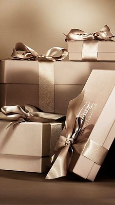 Gifts For Her – How to Really Impress Women on Any Budget – Gift Ideas Anywhere Birthday Gift Wrapping, Cute Birthday Gift, Christmas Gift Wrapping, Birthday Gifts For Her, Diy Gift Box, Gift Tags, Best Friend Gifts, Best Gifts, Wallpaper Natal