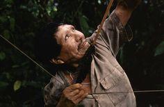 Los matsés son expertos cazadores, especialistas en el uso de arcos y flechas las varillas de las flechas están hechas con caña y decoradas con hilo de algodón y un tipo de hierba dorada.