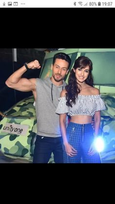 Bollywood Couples, Bollywood Girls, Bollywood Actress, Bollywood Stars, Bollywood Fashion, Female Fitness Instagram, Tiger Shroff Body, Disha Patani Instagram, Disha Patni