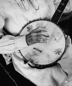 My banjo's name is Periwinkle & I always wonder what others name theirs ... if they name them at all.  I just love this photo, the little decorations around the edge & those beautiful hands making undoubtedly sweet-sweet music.