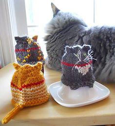 Peko cats egg cozies : Winter 2013 - cute!