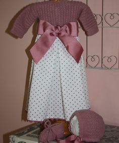 Precioso faldon para recien nacido. Consta de 3 piezas, el jersey unido a faldo, la capota y los patucos. on Etsy, 5,00 €