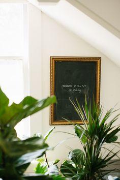 make this gilded frame chalkboard.