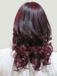 Hair colour with curls at the tip