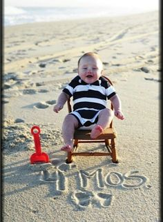 need to get a pic and write 3 mths in the sand since she'll be 3 mths tomorrow! Beach Photography, Children Photography, Newborn Photography, Baby Beach Pictures, Father Son Photos, Monthly Baby Photos, Photo Portrait, Baby Poses, First Birthday Photos